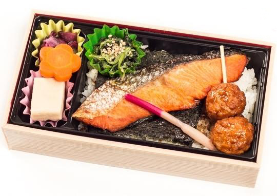 贅沢な紅鮭塩焼弁当